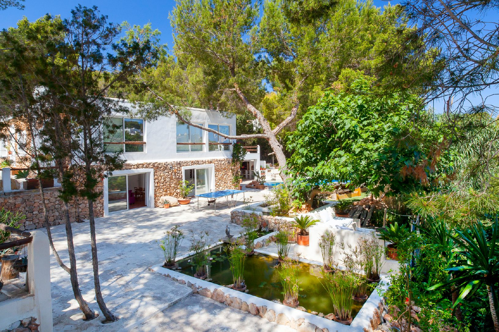 villa with garden for rent in ibiza